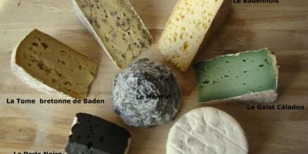 La ronde des fromages d'ici à l'atelier de fabrication de la fromagerie de la mer